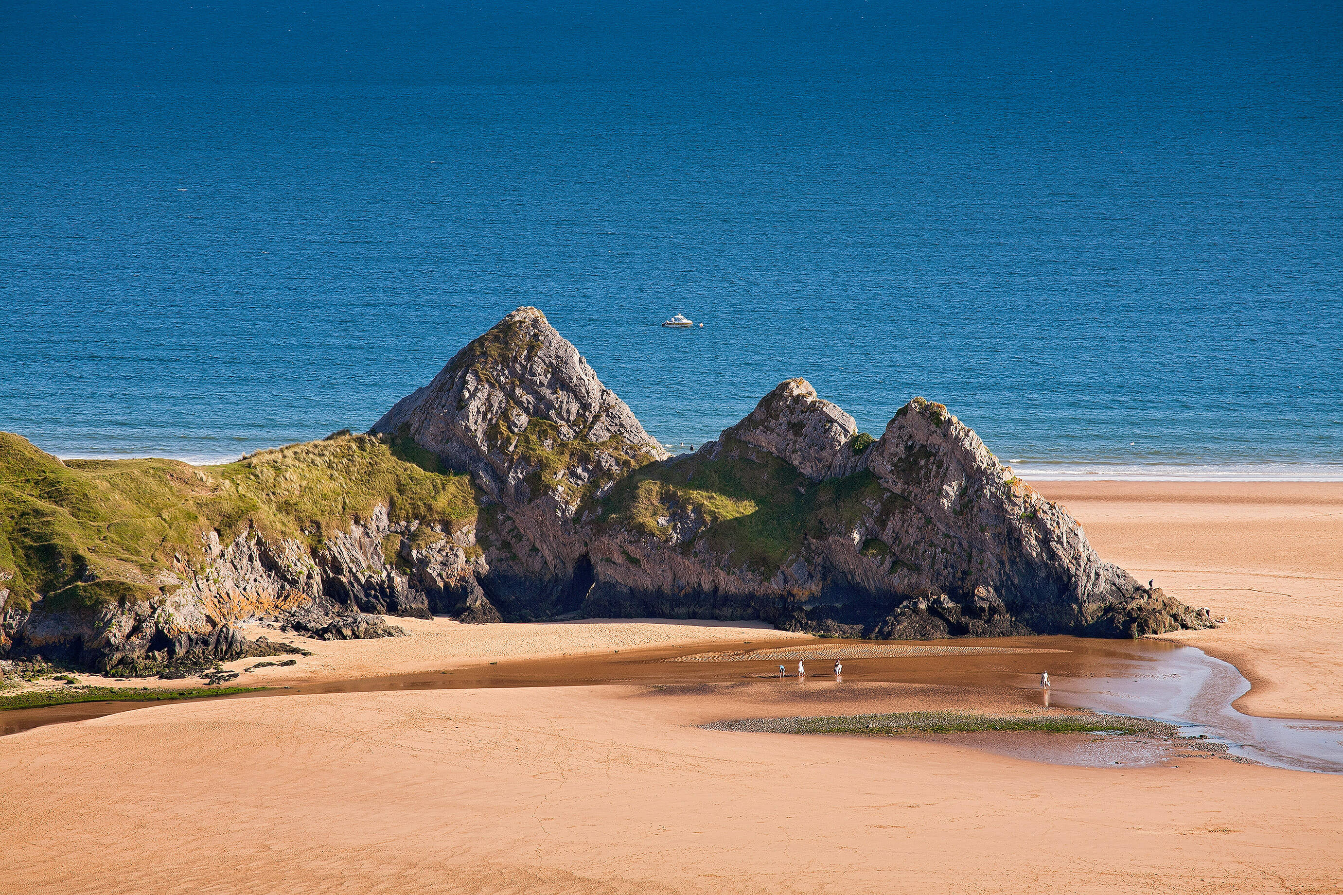 Close up of the three cliffs at Three Cliffs Bay