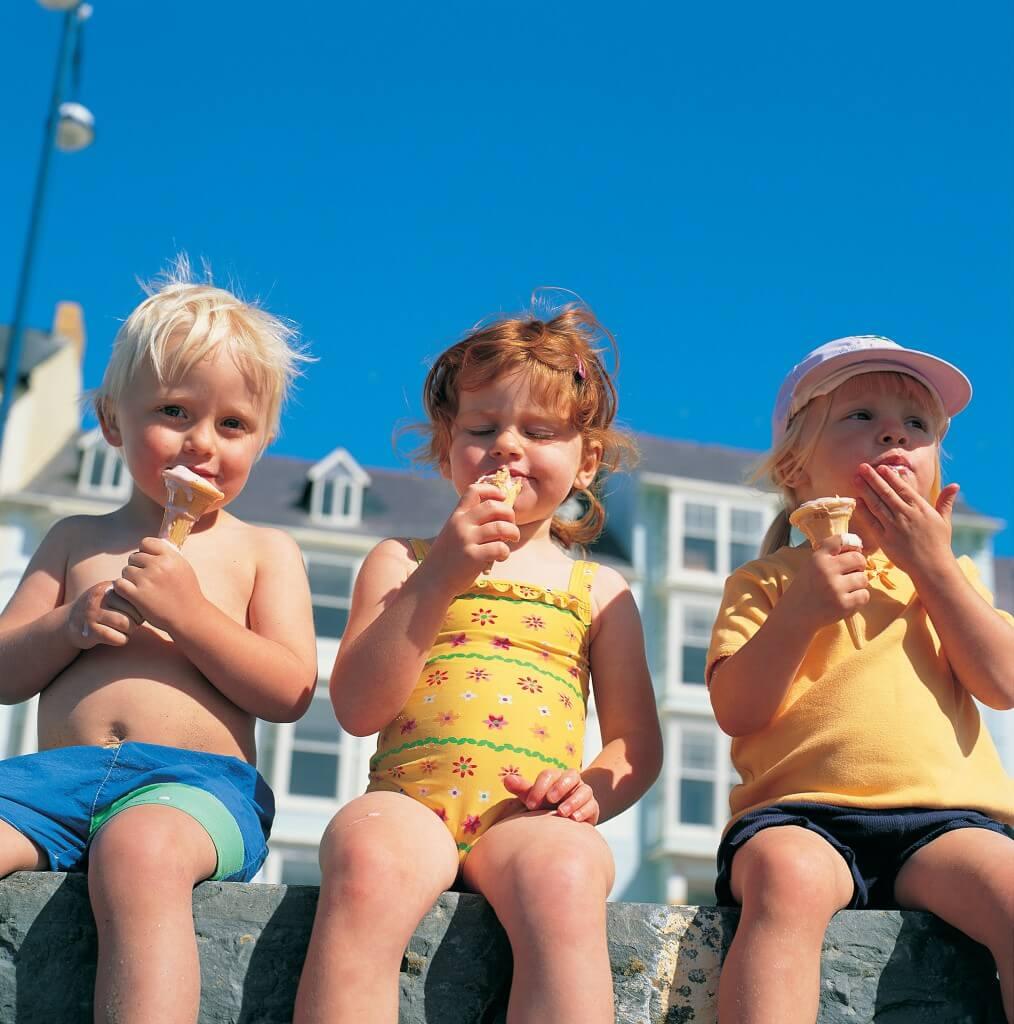 Children enjoying an ice cream