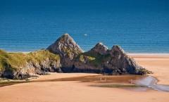 Close up of the three cliffs at Three Cliffs Bay